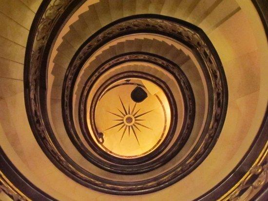 Grand Godwin Hotel: staircase