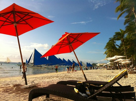 The District Boracay : Beachfront where too many touts lurk