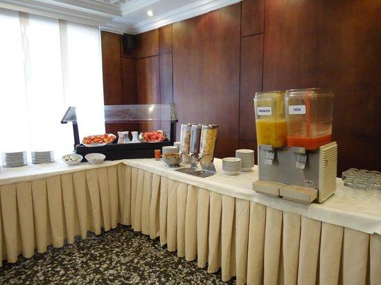 Hotel Dann Avenida 19: Café da manhã