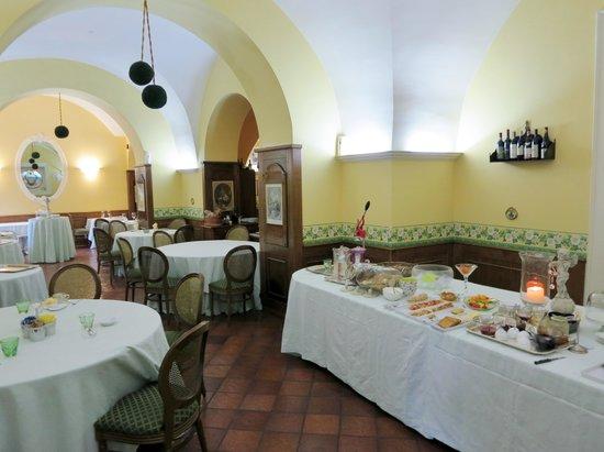 Villa Euchelia Resort: Breakfast buffet and restaurant