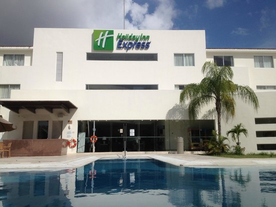 Holiday Inn Express Playa Del Carmen: View of back of hotel from pool