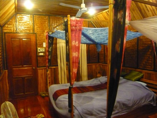 Thongbay Guesthouse: bed