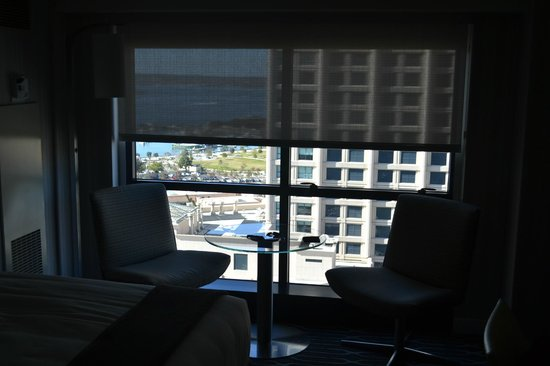 Manchester Grand Hyatt San Diego : Nice little table by the window