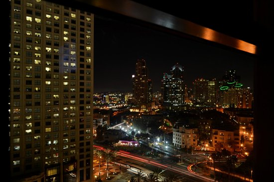 Manchester Grand Hyatt San Diego : Great night views from our room