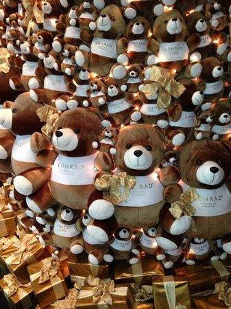 Conrad Centennial Singapore : Conrad bear xmas tree