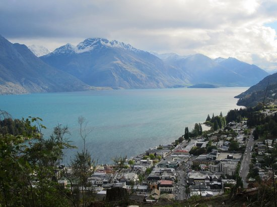 Copthorne Hotel & Apartments Queenstown Lakeview: Queenstown fom the hill