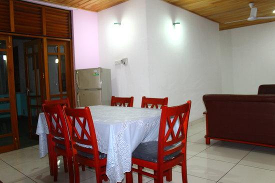 Mayura Apartment: Dining room