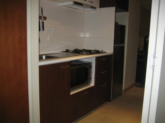 Quality Hotel Batman S Hill On Collins Two Bedroom Apartment Kitchen