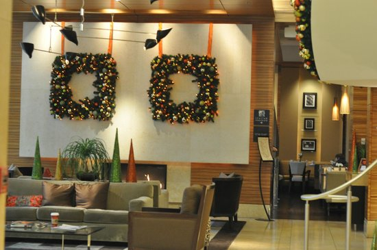 Pan Pacific Seattle: lobby