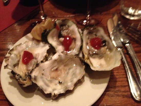 Deer Valley Seafood Buffet: YUMMY OYSTERS!  Two different from Wash State.