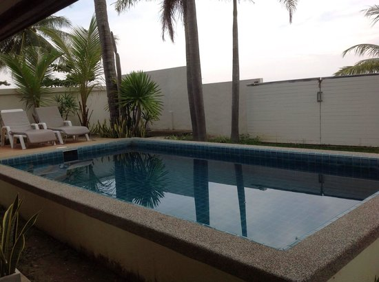 The Sea House Beach Resort: We booked a private pool room , and what we got is just a old dirty pool which never been clean