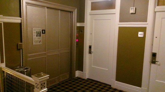 The Mosser : Elevator