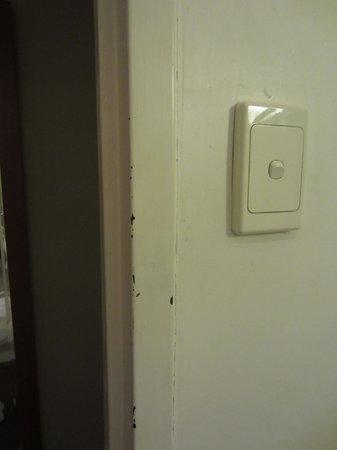 Metro Hotel on Pitt : horrid room!!!!!