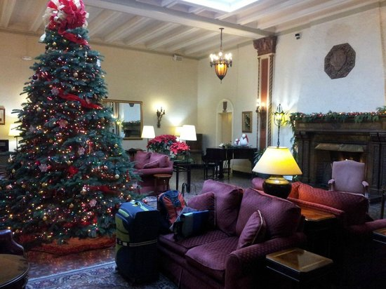Cardinal Hotel : Warm cozy space for coffee