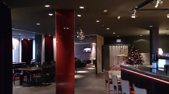 pentahotel Braunschweig: Hotel lobby