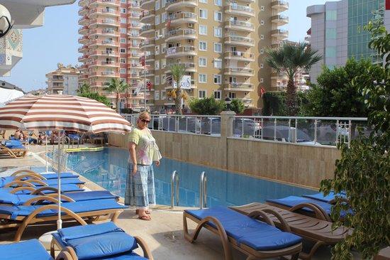 Mahmutlar Suit Hotel: У бассейна