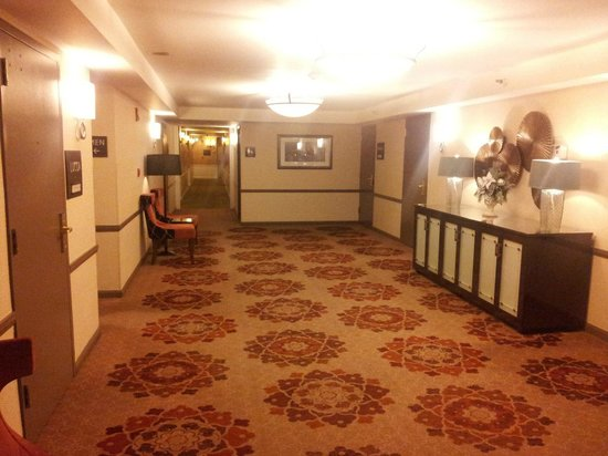 The Tuscan : Corridor to rooms on the ground level