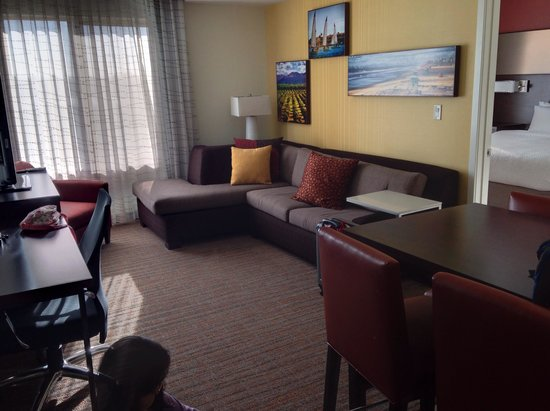 Residence Inn Tustin Orange County: Living room of 2bedroom suite