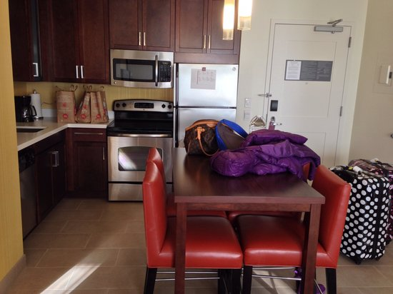 Residence Inn Tustin Orange County : Kitchen of 2bedroom suite.
