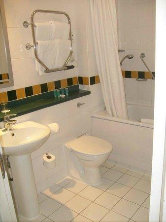 Lancaster Gate Hotel : Il bagno bello pulito.