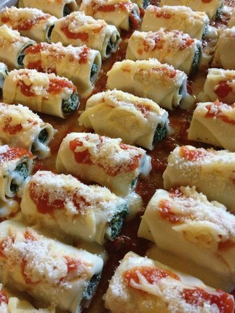 Massimo - Italian Restaurant: Oven baked cannelloni with ricotta and spinach