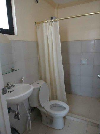 Bayler View Hotel: Clean Bathroom