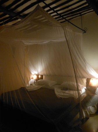 My Blue Hotel: camera preparata per la notte