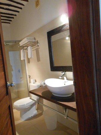 My Blue Hotel: lbagno con doccia