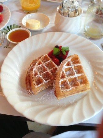 Raffles Hotel Singapore : Yummy wafffles!