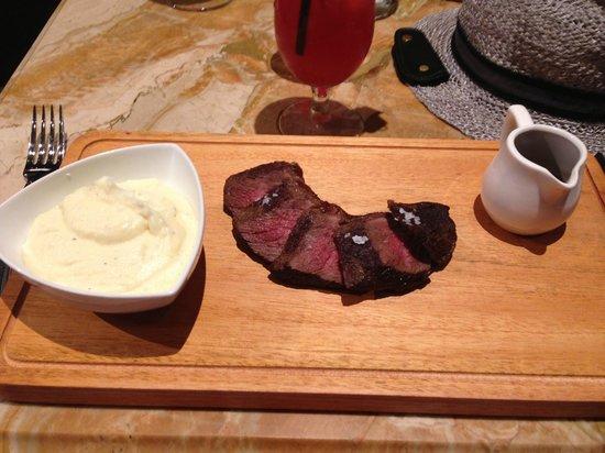 Raffles Hotel Singapore : Like the steak!