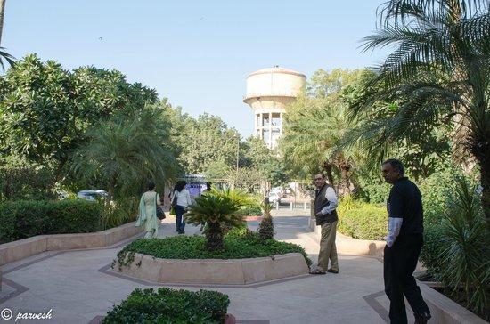 Vivanta by Taj - Hari Mahal, Jodhpur : View from the hotel entrance