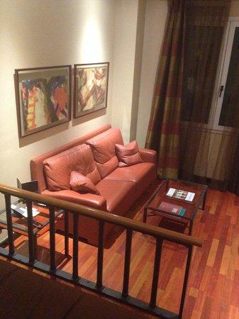 Hotel Villa Real: Living Room in the room