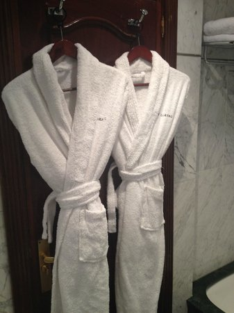 Hotel Villa Real: Bath robes