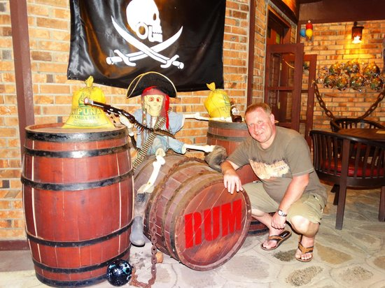 Paradise Beach Hotel: Pirates Bar