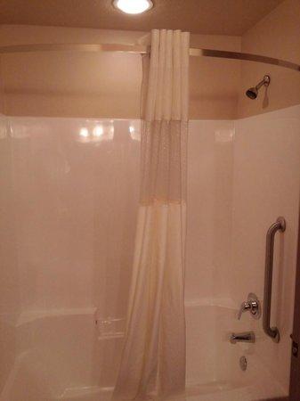 Arbuckle Lodge Gillette: Shower