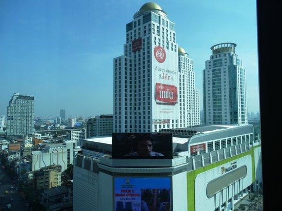 Novotel Bangkok Platinum Pratunam: Вид из окна номера