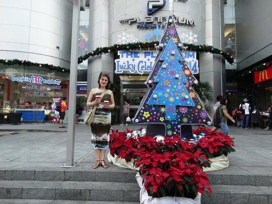 Novotel Bangkok Platinum Pratunam: Вход в отель