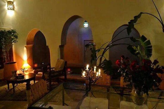 Riad Villa El Arsa: Hall..