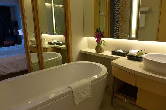 Amari Watergate Bangkok: bathroom