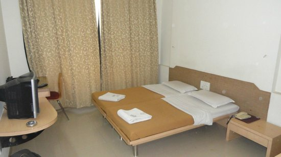 Hotel New Holiday Plaza: Non-AC twin bed room