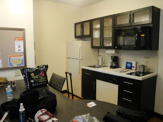 Candlewood Suites Miami Airport West: nice kitchen