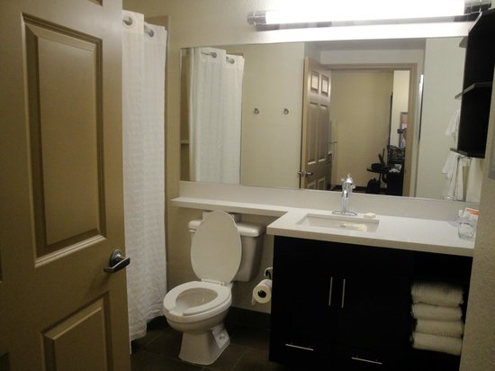 Candlewood Suites Miami Airport West: nice furniture in bathroom