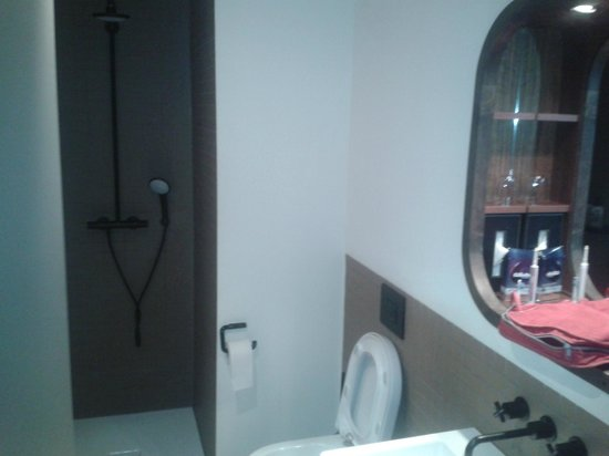 25hours Hotel HafenCity: Bad KojeM