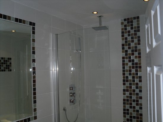 Clarence Court Hotel: Excellent shower