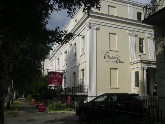 Clarence Court Hotel: Outside view