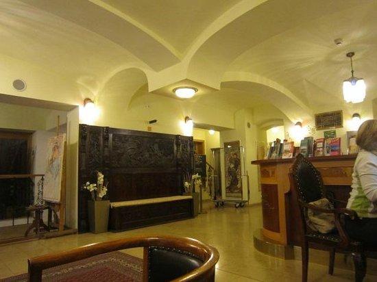 Hotel Mucha: lobby