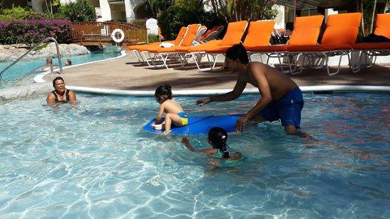 Bougainvillea Beach Resort: Kids having fun