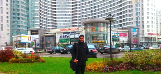 Holiday Inn Moscow Sokolniki : At the hotel's car parking with another apartment in the back drop