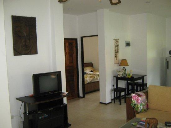 Seahorse Residence : Часть гостиной зоны номера