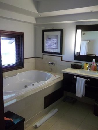 LUX* Le Morne: Amazing jacuzzi bath